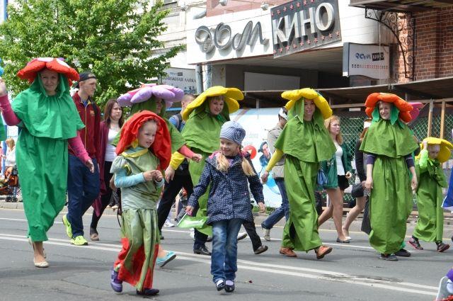 Присоединиться к карнавалу можно и в сам день праздника, придя в тематическом костюме.