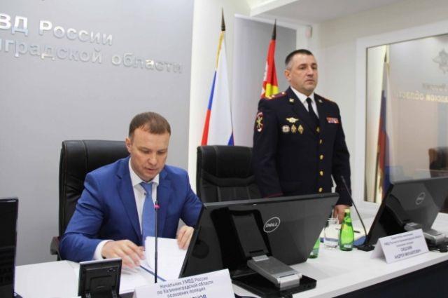 Личному составу калининградской полиции представлен заместитель начальника УМВД полковник полиции Андрей Сицский (справа).