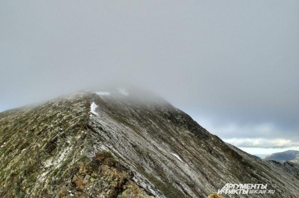 Восхождения на пик Черского очень популярны.