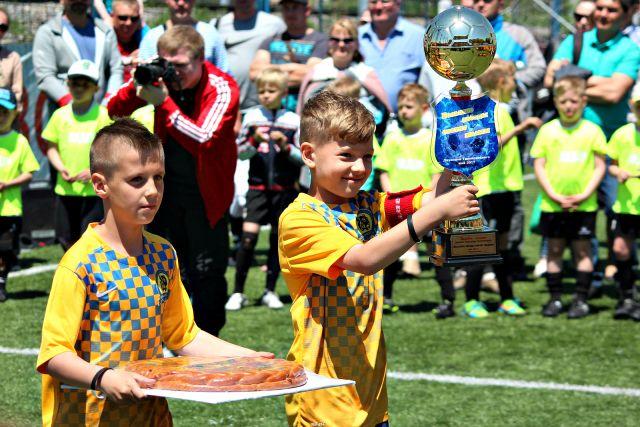 Возрастом футболисты малы, зато в удаче - вполне взрослые люди!