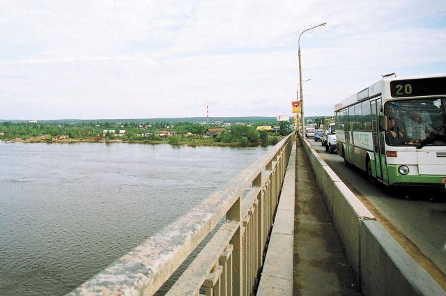 Срок эксплуатации Коммунального моста, которому в этом году исполнится 50 лет, на исходе.