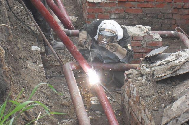 Раскопали, уложили, закопали. В ремонте теплосетей главное - деньги и скорость.