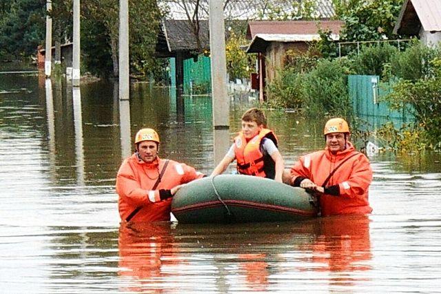 Спасатели останутся там пока угроза не отступит