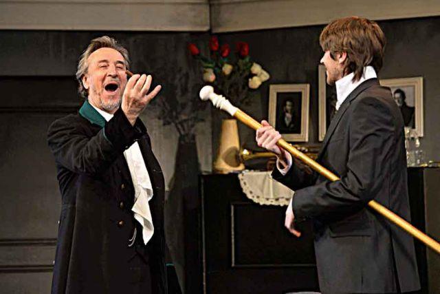 Театр - это мука, но приятная, считает юбиляр (на фото слева). Сцена из спектакля «Мораль пани Дульской».
