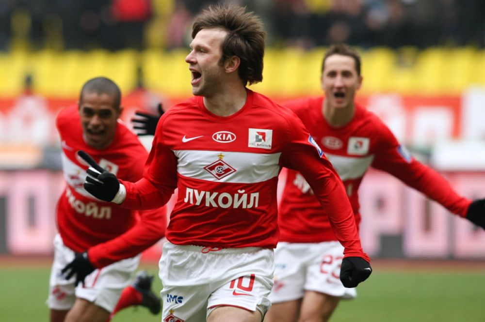 Иван Саенко (полузащитник, 33 года) — завершил спортивную карьеру в 27 лет.