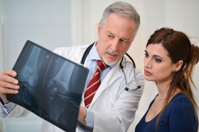 Хрупкая кость. Как распознать остеопороз и как от него защититься?