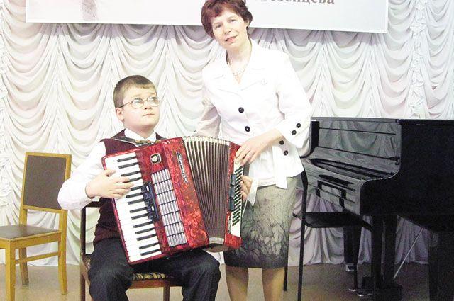 Для престижных музыкальных конкурсов Вера Сашина выбирает для ученика сложные произведения.