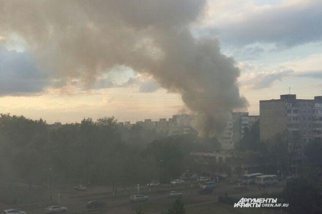 В Оренбурге на улице Джангильдина произошел пожар