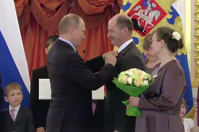 Андрей и Оксана Богомоловы воспитывают девять сыновей и пять дочерей.