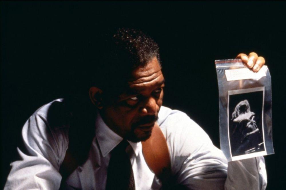 В 1997 году Фримен снялся в роли детектива Алекса Кросса в экранизации романа Джеймса Паттерсона «Целуя девушек».