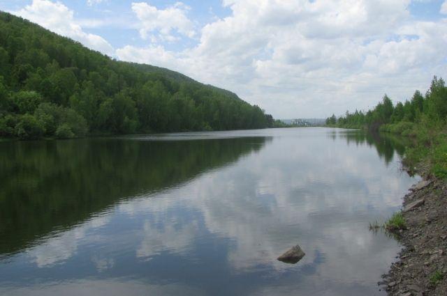 Озеро Подгорное находится в 20 м от станции Новокузнецк-Восточный.