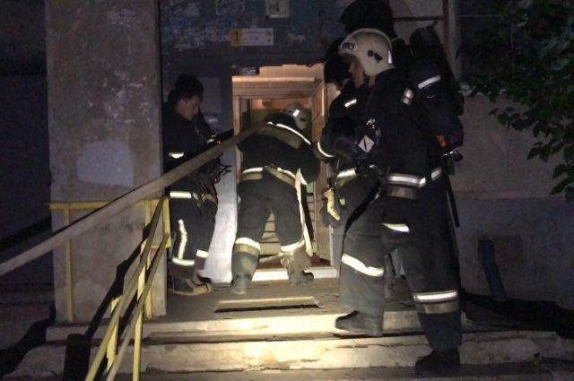 Поздно ночью вСаратове эвакуировали многоэтажку из-за пожара влифте