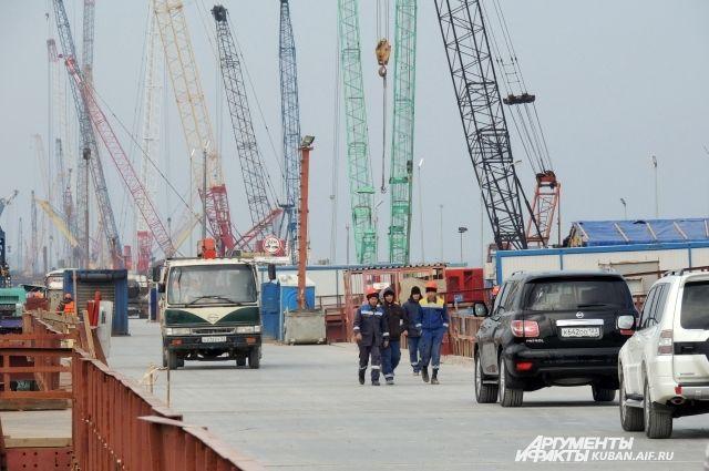 Как живут строители Крымского моста?