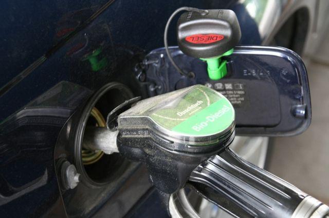 ВНовосибирске резко подорожали бензин идизельное горючее