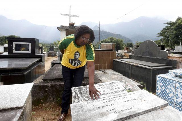 ВБразилии изсклепа исчезли останки легендарного футболиста