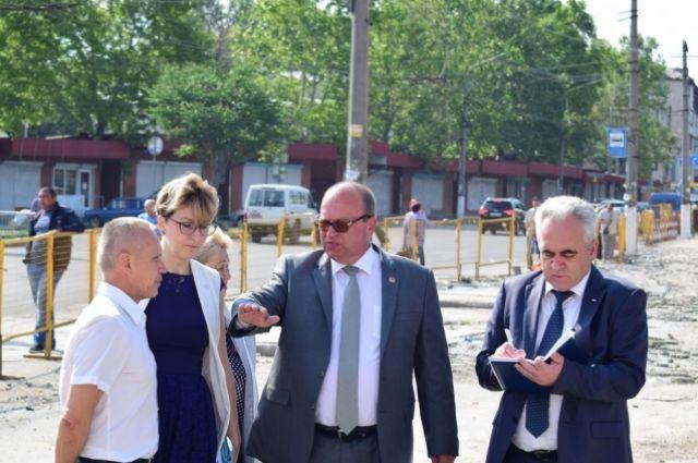 Выездное совещание по вопросу проведения ремонтных работ на площади, прилегающей к Центральному рынку по ул. Козлова.