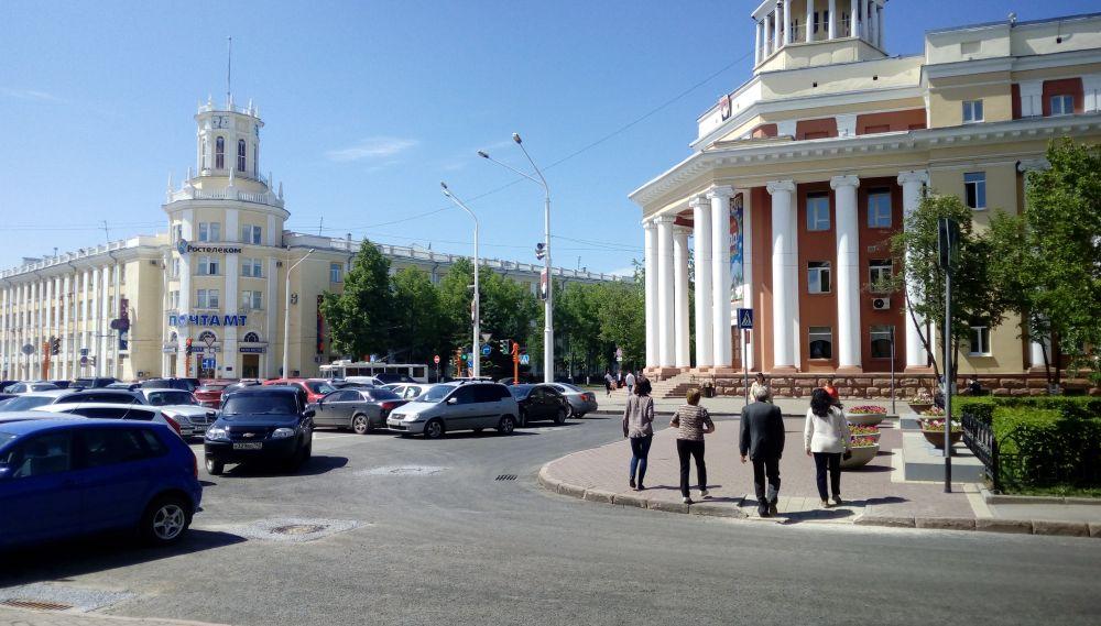 В Кемерове с первого взгляда лето, но на улице дует холодный ветер, а к вечеру возможны грозы.