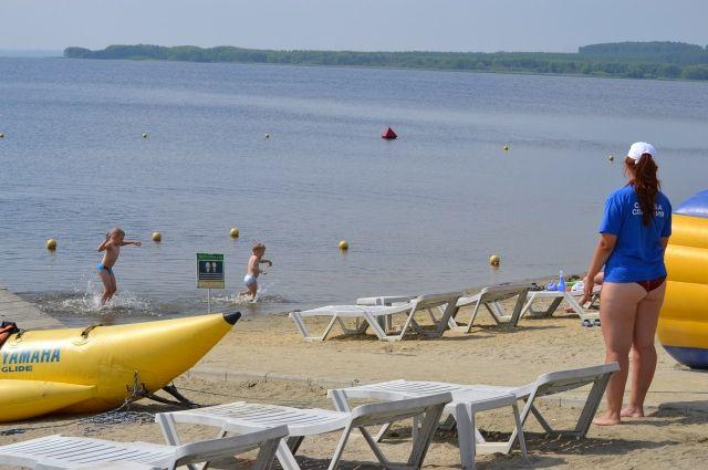 Спасатели призывают горожан купаться только на оборудованных пляжах.
