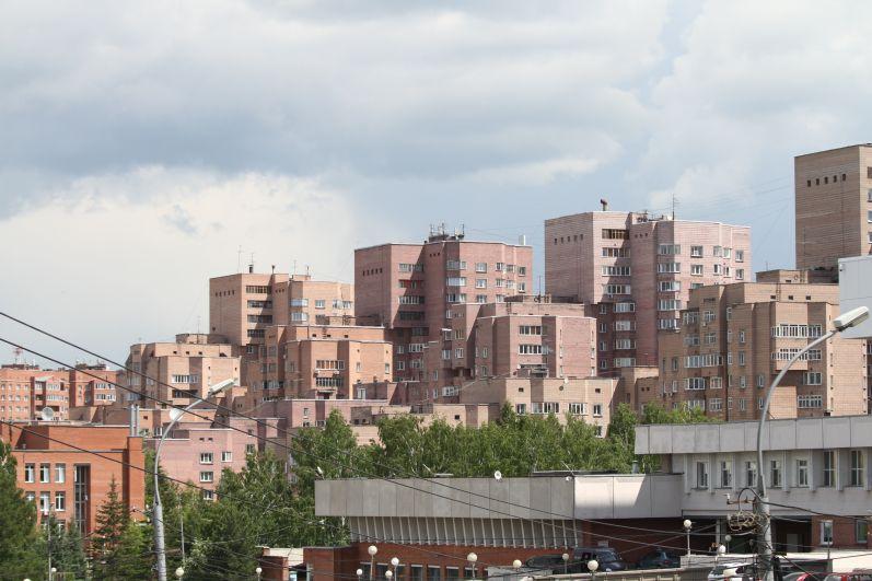 Новосибирск встречает лето пасмурной погодой, возможны дожди и грозы.