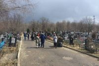 В Троицкую субботу увеличат количество автобусов, идущих к кладбищам