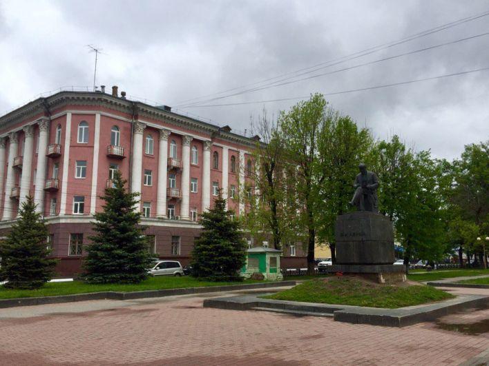 В Ярославле 1 июня мало похоже на лето, температура воздуха +10 градусов, за окном пасмурно.