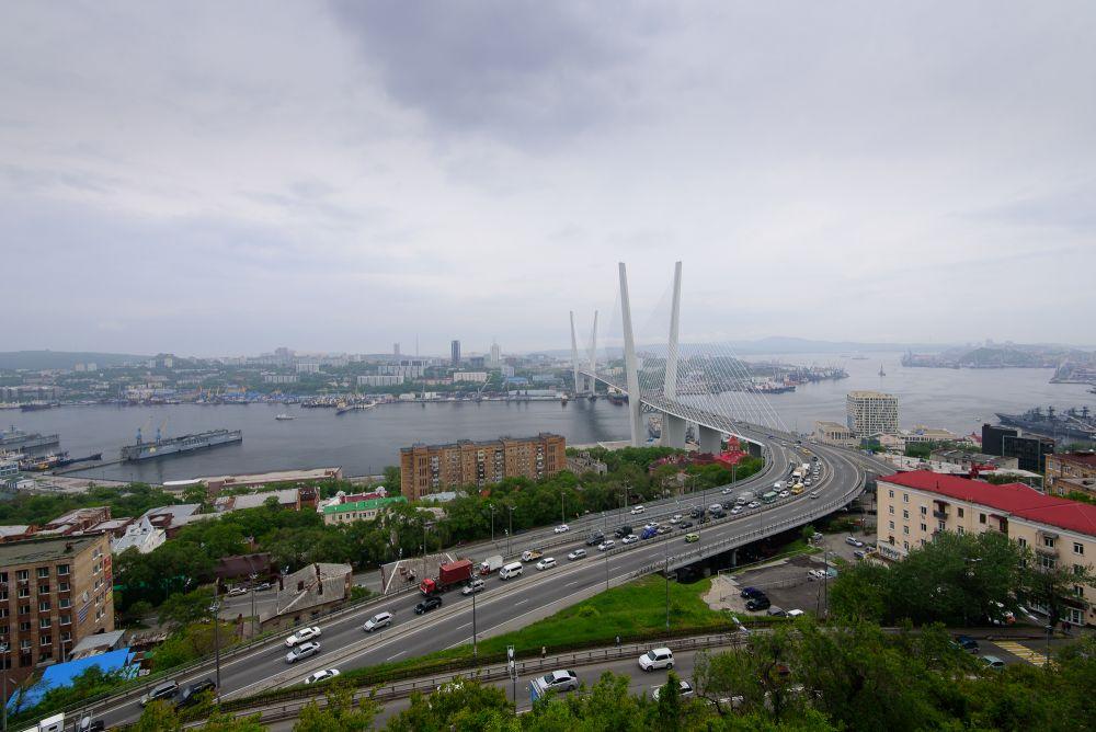 В первый день лета во Владивостоке резко испортилась погода, похолодало до +15-20 градусов.