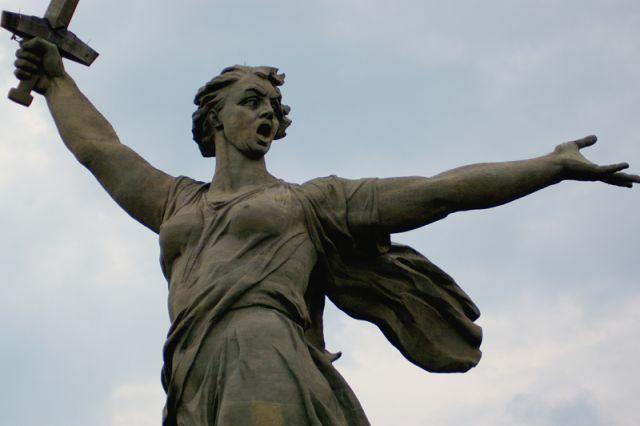 Волгоградку оштрафовали за нелегальную торговлю «Родиной-матерью»