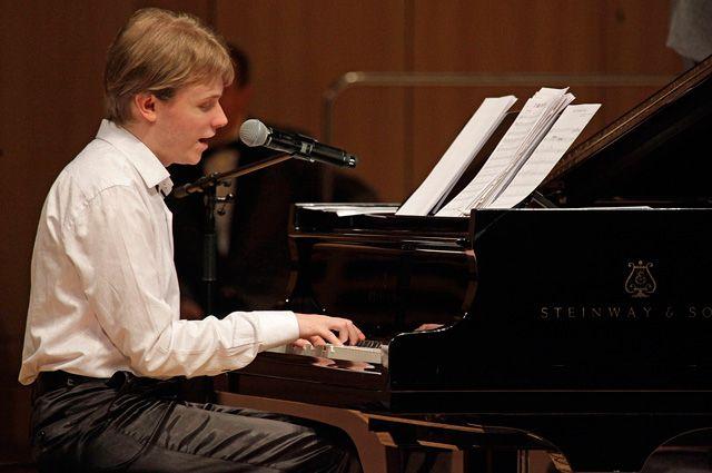 Олег Аккуратов.