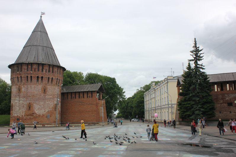Лето в Смоленске началось с похолодания. Столбики термометров в дневные часы поднялись до отметки +18°C. В регионе установилась облачная погода, синоптики прогнозируют кратковременные дожди.