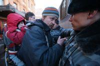 Задержание лидера арт-группы «Война» Олега Воротникова (Вора) во время очередной акции. Апрель 2011 г.