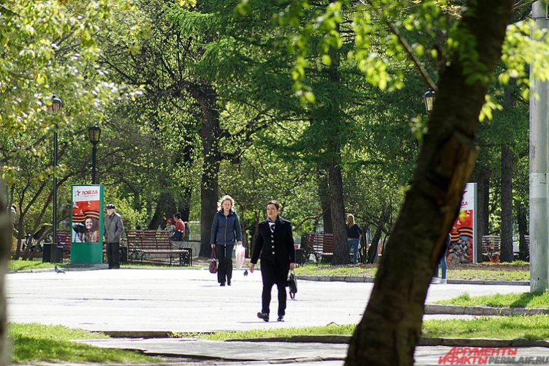 Утром в первый день лета в городе установилась комфортная для прогулок температура: тепло, солнечно и почти безветренно.