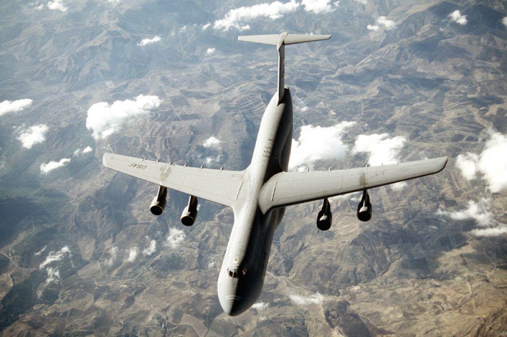 Lockheed C-5 Galaxy — американский стратегический военно-транспортный самолёт повышенной грузоподъёмности. Третий после АН-225 и АН-124 по грузоподъемности грузовой самолёт в мире, и второй после АН-124 по грузоподъемности серийный грузовой самолёт.