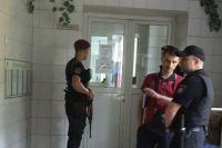 Охрана возле палаты
