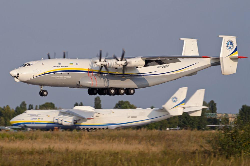 Ан-22 «Антей» — самый большой турбовинтовой самолёт в мире. Предназначен для перевозки на большие расстояния тяжёлой и крупногабаритной боевой техники и войск, а также для десантирования.