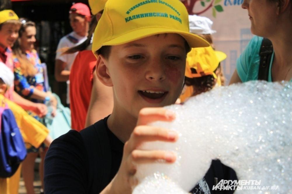Мыльная пена для огромных пузырей.