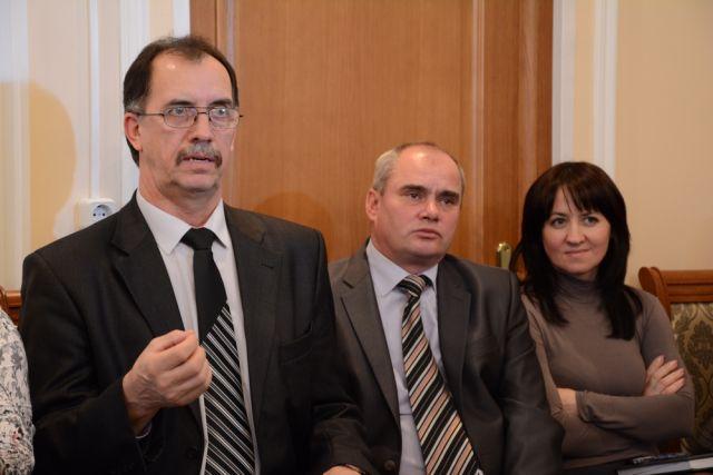 Иван Кречко (слева) перестал руководить городом энергетиков. Игорь Кирьянов (в центре) будет исполнять обязанности главы администрации.