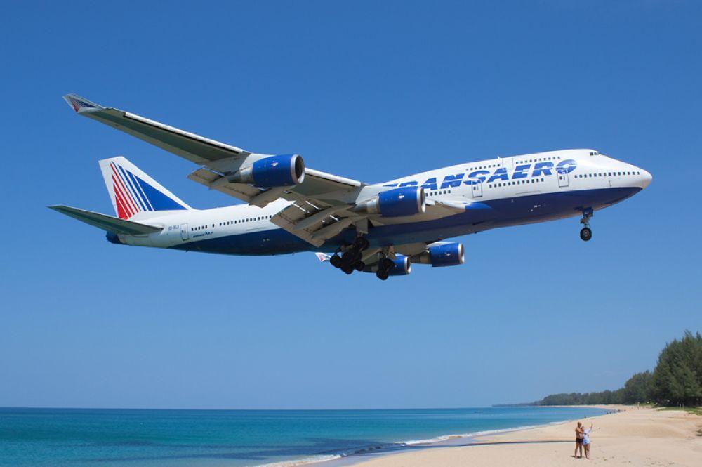 До появления Airbus A380 самым большим по пассажировместимости был Boeing 747, также именуемый «Джамбо Джет». На момент своего создания в 1969 году самолёт был самым большим, тяжёлым и вместительным пассажирским авиалайнером, оставаясь таковым в течение 36 лет.