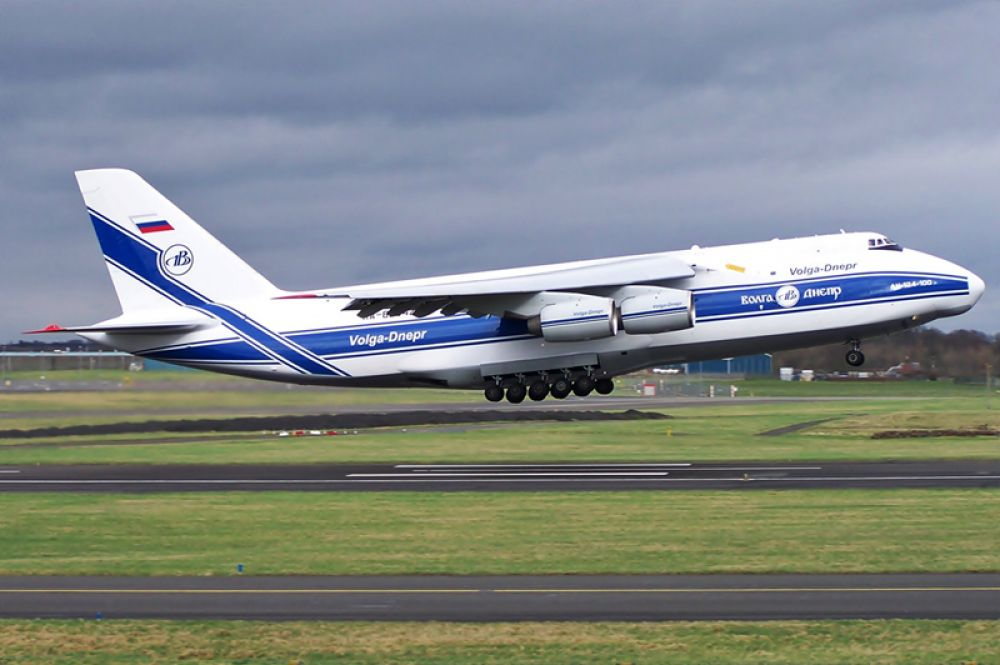 Звание самого большого серийно выпускающегося самолёта до Airbus A380 принадлежало Ан-124 «Руслан». Сейчас это воздушное судно остаётся самым большим военным самолётом в мире, также у него самая большая грузоподъёмность среди серийных грузовых самолётов.