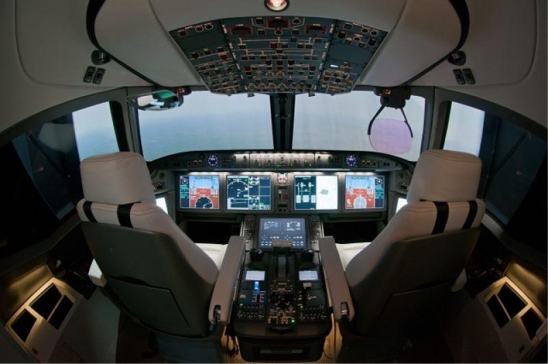 Так кабина пилотов выглядит изнутри.