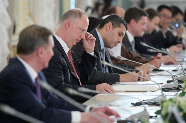 Путин предложил расширять сотрудничество сзарубежными инвесторами