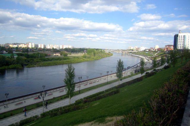 «Вел себя неадекватно»: стюменского моста Влюбленных упал человек