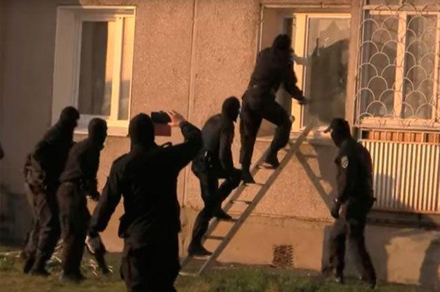 Группа захвата успешно провела операцию через окно.