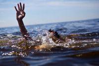Капитан полиции гулял вместе с супругой по берегу озера, когда услышал крики о помощи.