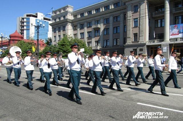 Марш-дефиле участников фестиваля всегда проходит по высшему классу.