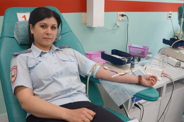 Сотрудники полиции Тюменской области сдали кровь на лечение детей