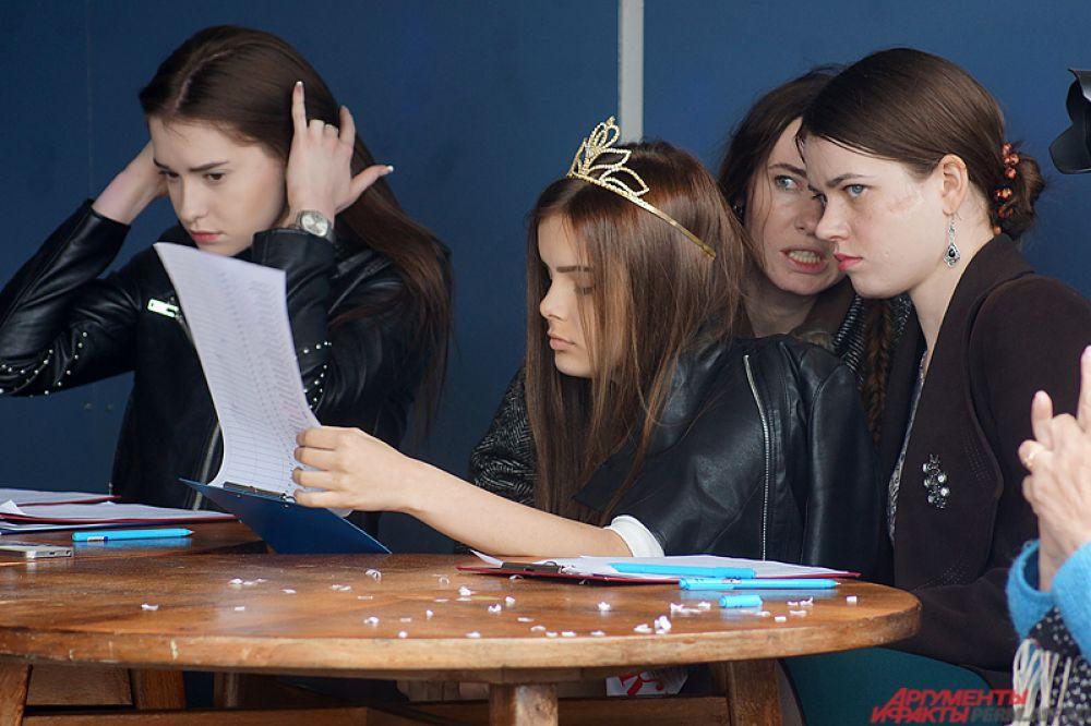 В состав жюри вошли «Юная Краса Перми» Карина Громова, популярная пермская актриса и модель Татьяна Ронзина и другие.