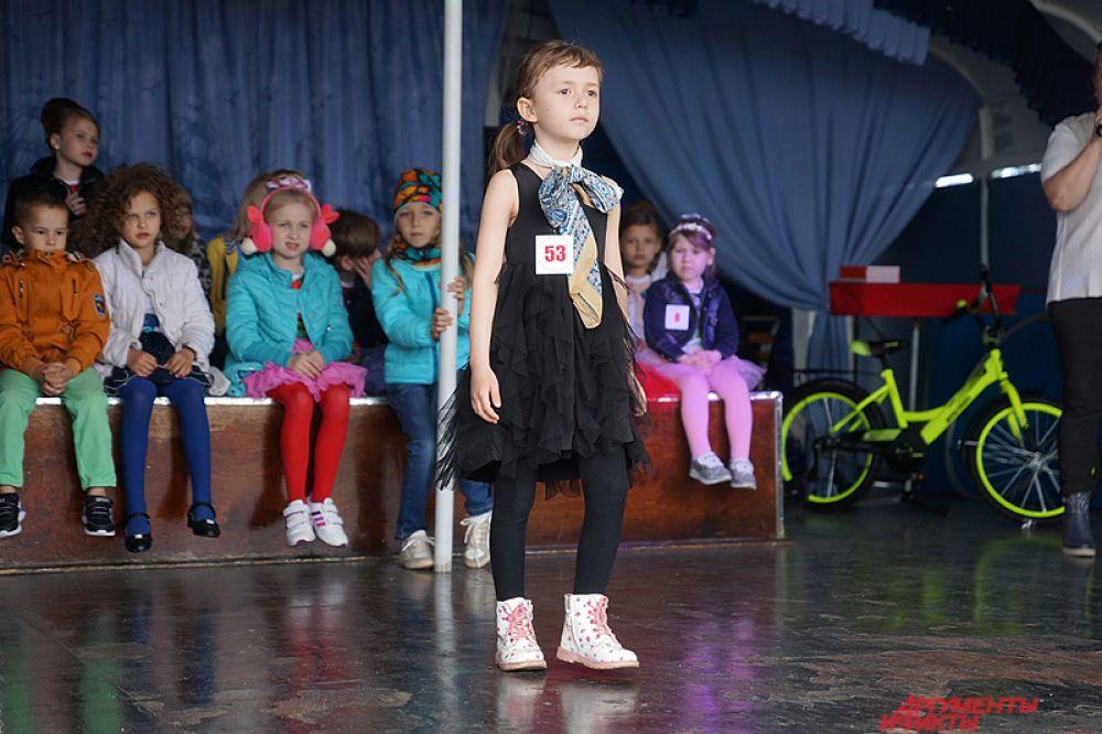 «Участников много, поэтому мы, чтобы выделить победителей, обращали внимание, прежде всего, на их эмоции. Как они ведут себя на сцене, какая у них проходка, взгляд и так далее», – отметила организатор конкурса Эльвира Зайцева (РПГ «Грейты»).