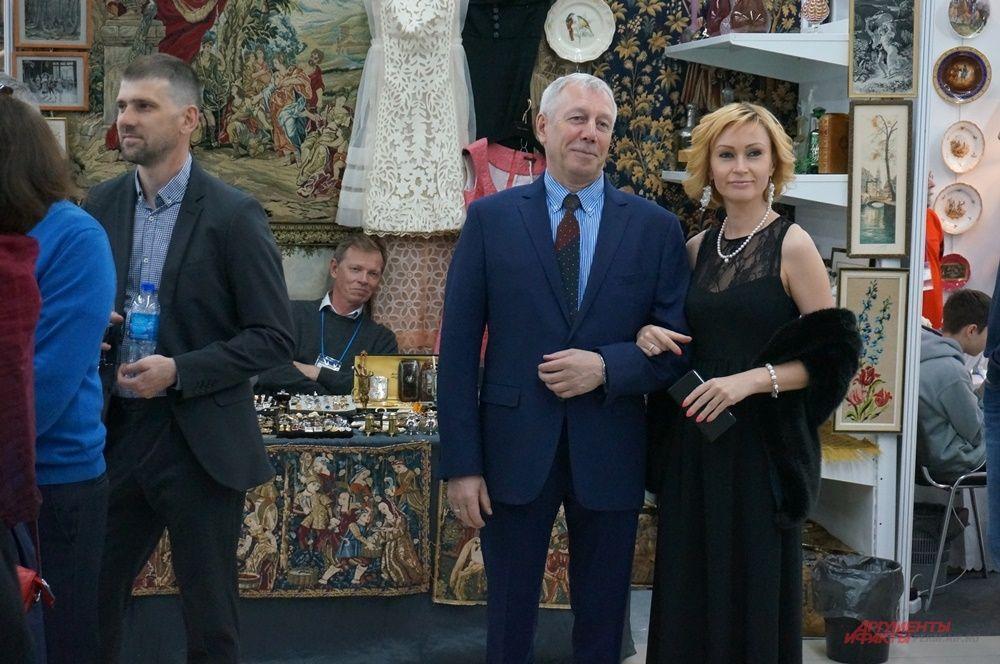 Большинство пермяков пришли на открытие в вечерних платьях и официальных костюмах.
