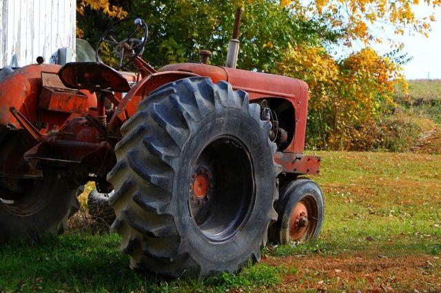 ВОмской области мужчину подозревают вугоне трактора