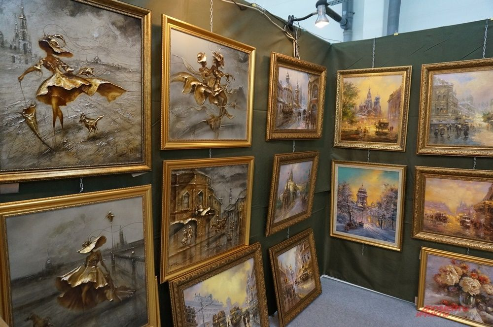 На выставке можно встретить произведения искусства, выполненные в разной технике.